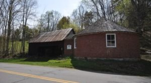 The Story Behind Vermont's Round School House Will Give You Chills