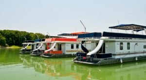 Get Away From It All With A Stay In These Incredible Illinois Houseboats
