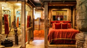This Charismatic Hotel In Idaho Has The Most Uniquely Themed Rooms You've Ever Seen