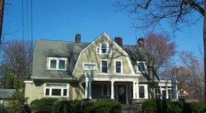 The Story Behind This Creepy House In New Jersey Is Like Something From A Horror Movie