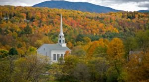 7 Small Towns Around America With The Most Stunning Fall Colors
