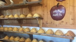 The Five-Pound Apple Pie In Southern California That's Lip Smacking Delicious
