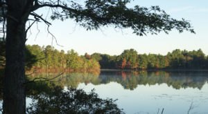 The One Hikeable Lake In Rhode Island That's Simply Breathtaking In The Fall