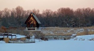 If You Live Near Kansas City, You'll Want To Visit This Amazing Park This Winter