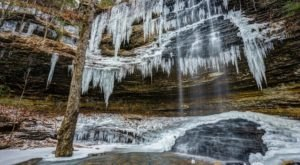 9 Gorgeous Frozen Waterfalls In Arkansas That Must Be Seen To Be Believed