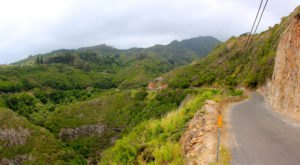 This Ultra Narrow Road In Hawaii Will Both Thrill And Terrify You