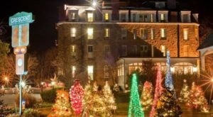 The One Hotel In Arkansas That Becomes Even More Enchanting During Christmas Time