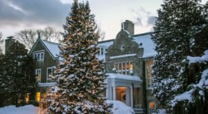 This Rhode Island Mansion Has Transformed Into A Christmas Wonderland
