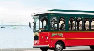 There's A Magical Trolley Ride In Rhode Island That Most People Don't Know About