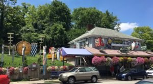 It's Impossible Not To Love A Trip To The Quirkiest Burger Joint In Cincinnati