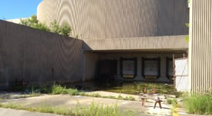 The Former World's Largest Mall Sat Crumbling Just Outside Of Cleveland And It's Heartbreaking