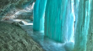 These 9 Photos Of A Frozen Minnehaha Falls Will Take Your Breath Away