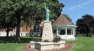 Most People Don't Know There Are 25 Statues Of Liberty Hiding Around Kansas