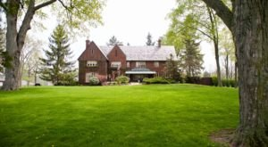 Staying At This Stunning Michigan Bed And Breakfast Will Make You Feel Like Royalty