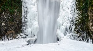 These 9 Photos Of A Frozen Multnomah Falls Will Take Your Breath Away