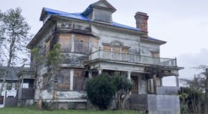 The Story Behind Oregon's Most Haunted House Is Beyond Terrifying