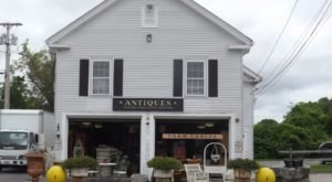 The Tiny Town In Rhode Island That's Absolute Heaven If You Love Antiquing