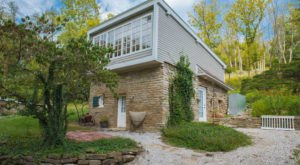 Spend An Unforgettable Night At This Delightful Hillside Villa Near Cincinnati