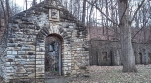 The Spooky Missouri Hike That Will Lead You Somewhere Deserted