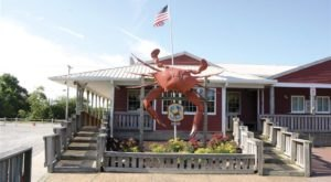 Eat Endless Crabs At This Rustic Restaurant In Delaware
