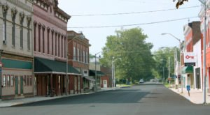 This Small Town In Indiana Is Picture-Perfect For A Spring Day Trip