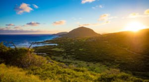 The Short Hike In Hawaii That Leads To A Panoramic, 360-Degree View