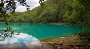 An Underrated Hike In New York Found In Green Lakes State Park Leads To A Hidden Turquoise Lake