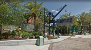 A Plane-Themed Restaurant In Florida, Jock Lindsey's Hangar Bar Is A Dazzling Place To Eat