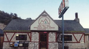 The Mountain Top Cafe In Southern California That Serves The Most Scrumptious Comfort Food Ever