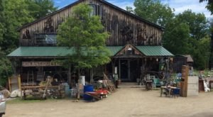 Everyone In Maine Should Visit This Amazing Antique Barn At Least Once