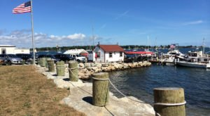 If You Love Lobster, You'll Want To Visit This Tiny Village In Connecticut
