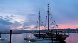 This Twilight Boat Ride In Connecticut Will Take You On An Unforgettable Dinner Adventure