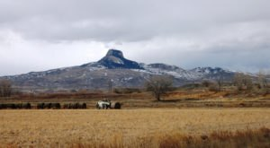 Few People Know The Unusual Story Behind Heart Mountain In Wyoming Mountain And It's Fascinating