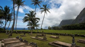 The Story Behind These Ghost Town Cemeteries In Hawaii Will Chill You To The Bone