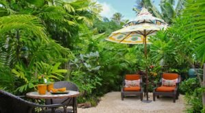 This Breathtaking Beach Bungalow Hiding In Hawaii Is The Most Enchanting Place To Stay