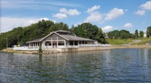 8 Lakeside Restaurants In Illinois You Simply Must Visit This Time Of Year