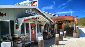 This Amazing Seafood Shack On The Massachusetts Coast Is Absolutely Mouthwatering