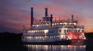 This Twilight Boat Ride Near Cincinnati Will Take You On An Unforgettable Dinner Adventure
