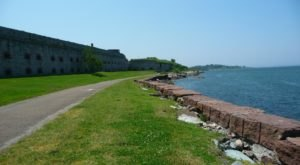 Take This Little-Known Bay Walk In Rhode Island For The Most Incredible Views
