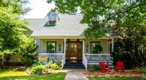 Missouri's Charming Bed & Breakfast Near The Lake Is Perfect For A Weekend Getaway