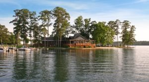 7 Lakeside Restaurants In Alabama You Simply Must Visit This Time Of Year