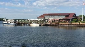 10 Lakeside Restaurants In Michigan You Simply Must Visit This Time Of Year
