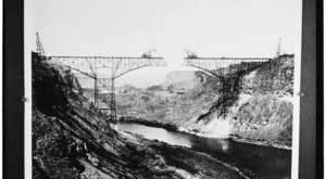 8 Rare Photos Taken During Perrine Bridge Construction That Will Simply Astound You