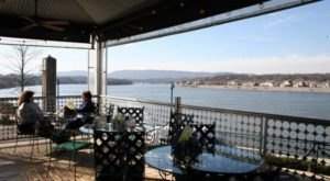 This Ridiculously Scenic Waterfront Restaurant In Tennessee Is A Seafood Paradise