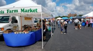 You Could Easily Spend All Day At The Oldest Farmers Market In Illinois