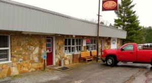 This Tennessee Diner In The Middle Of Nowhere Is Downright Delicious