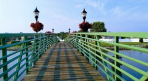 The Magical River Walk In Delaware That Will Transport You To Another World