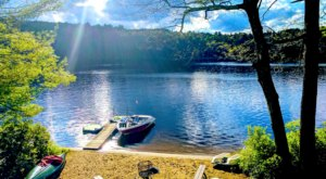 This Secluded Pond In Massachusetts Might Just Be Your New Favorite Swimming Spot