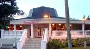 The Spectacular Restaurant In Florida Where You Can Order A One Pound Burger