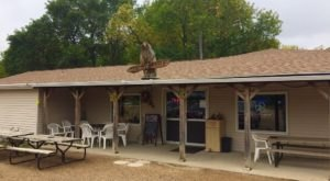 The Quirky Lakeside Restaurant In South Dakota That's A Must-Visit